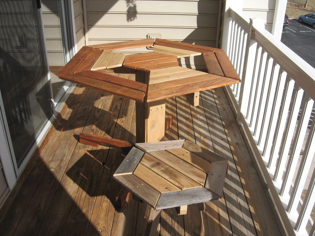 Mesa hexagonal de dise o para tu balc n - Mesas palets madera ...