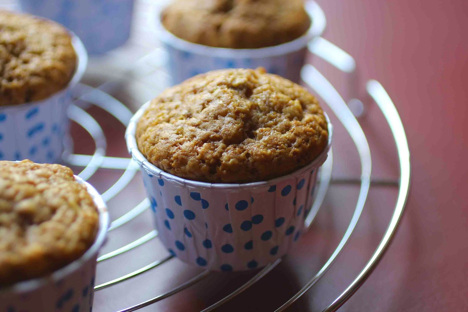 http://camilleenchocolat.blogspot.fr/2015/04/muffins-moelleux-la-pomme.html