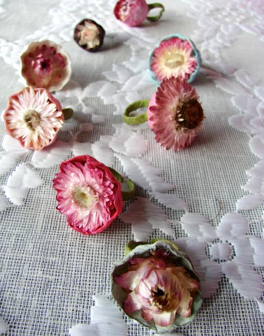 anelli di carta e fiori secchi