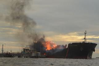Detik Saat Cemas Kapal Kapal Bunga Alpinia Meletup Dan terbakar