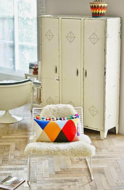 decoracion escandinava con armario taquillas vintage