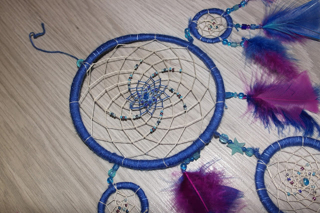 http://www.adorable-emmerdeuse.be/2015/09/diy-dreamcatcher-attrape-reve.html