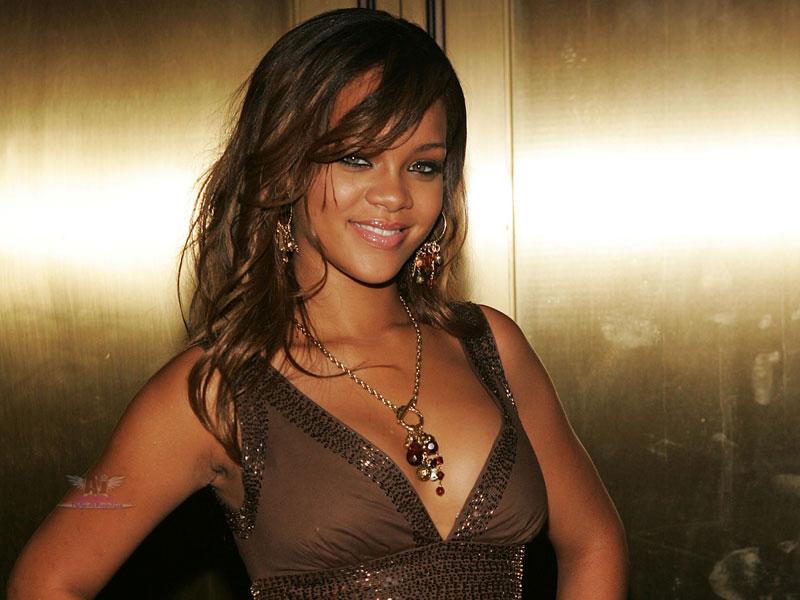 rihanna hot 2011. Rihanna Hot And Bold Unseen
