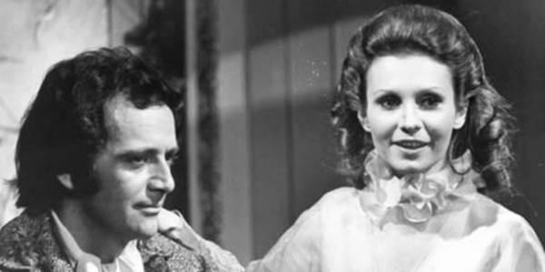 """A obra """"Senhora"""", de José de Alencar foi reproduzida, ao final do século XX, em forma de novela."""