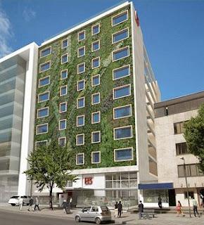 S rgio bastos arquitetura fachada verde for Fachadas hoteles minimalistas