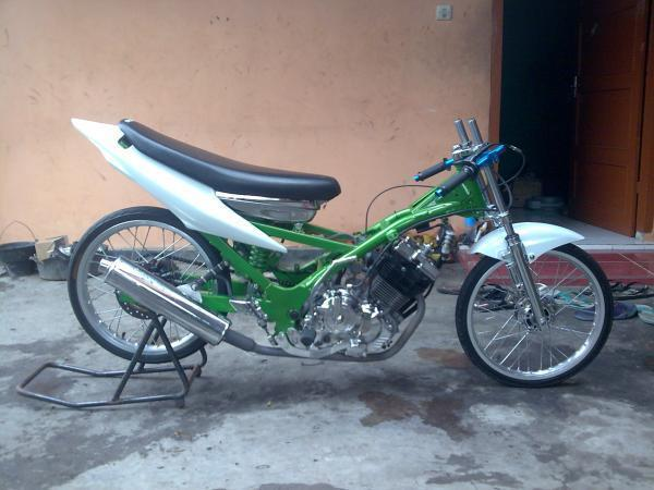 motor drag suzuki satria fu 150 green chassis and white body motor