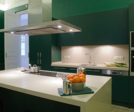 Decoraci n de cocinas en color verde kansei cocinas - Cocinas en dos colores ...