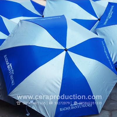 Souvenir Payung Promosi Lipat Dua - Radar Banyuwangi - ceraproduction