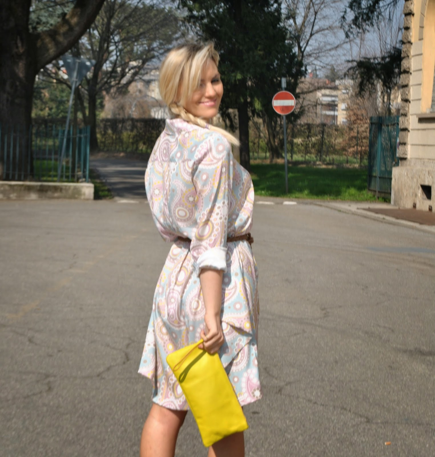 outfit abito chemisier come abbinare lo chemisier abito a camicia abito in seta stampata mariafelicia magno colorblock by felym mariafelicia magno fashion blogger abito in seta stampata outfit giallo outfit scarpe gialle come abbinare le scarpe gialle abbinamenti giallo come abbinare la borsa gialla outfit borsa gialla outfit marzo 2015 outfit primaverili fattori seta fattori fattori abbigliamento scarpe guess orecchini majique shirt dress how to wear shirt dress how to wear yellow spring dress fashion bloggers italy blonde girl blonde hair majique earrings blogger italiane di moda fashion blogger milano