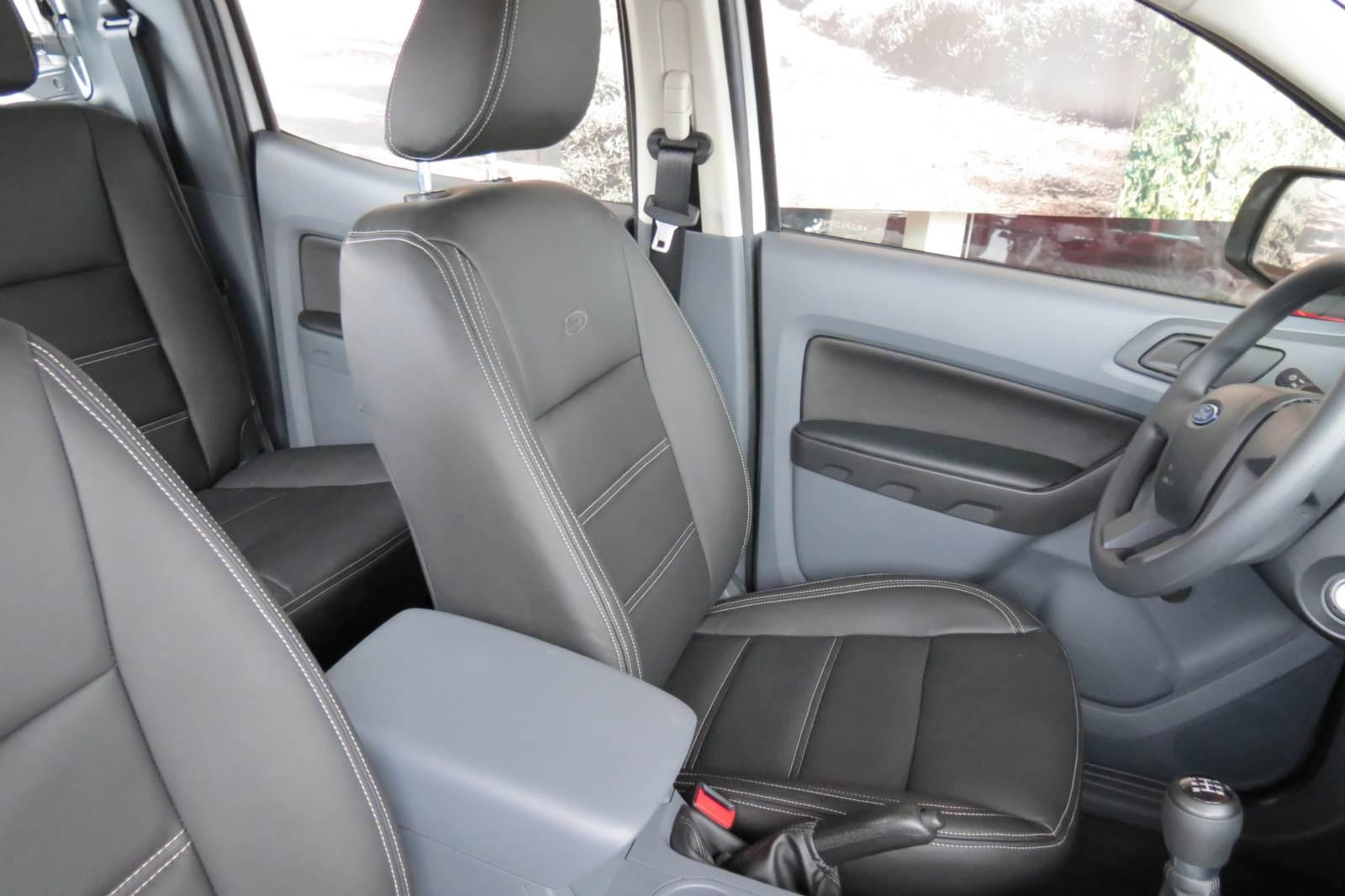 Ford Ranger XL 2.5 Flex Cabine Dupla - interior em couro