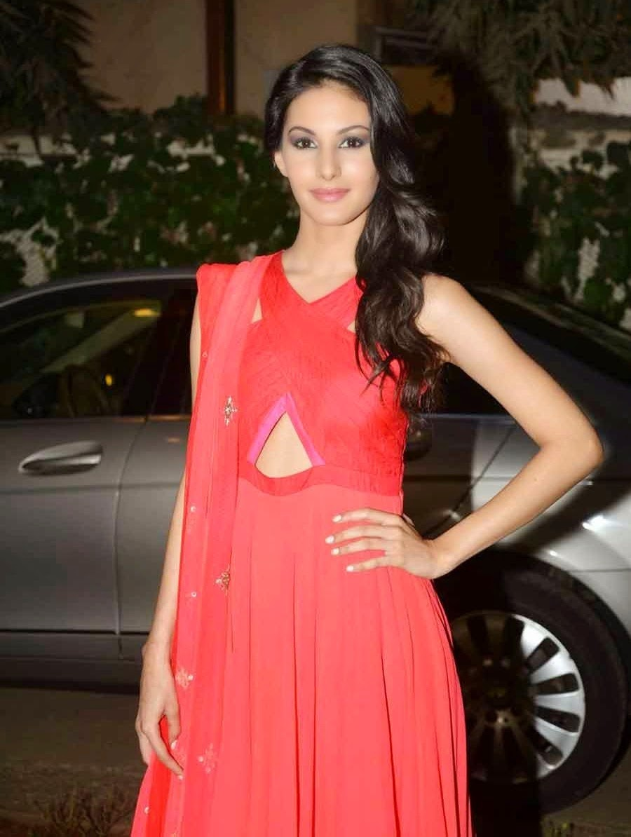 Amyra Dastur Stills Kanika Kedia's SS Collection Launch 2015 at Fuel