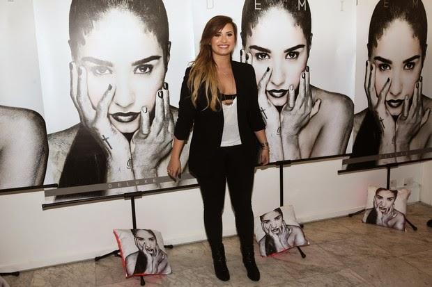 A cantora Demi Lovato lança CD e DVD em São Paulo