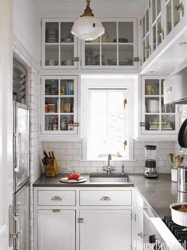 con la reduccin del espacio se agudiza ms el ingenio y pueden llegar a ser cocinas mucho ms funcionales y con un diseo ms original que una gran cocina