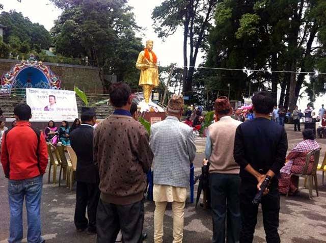 Bhanubhakta statue in darjeeling Chowrasta