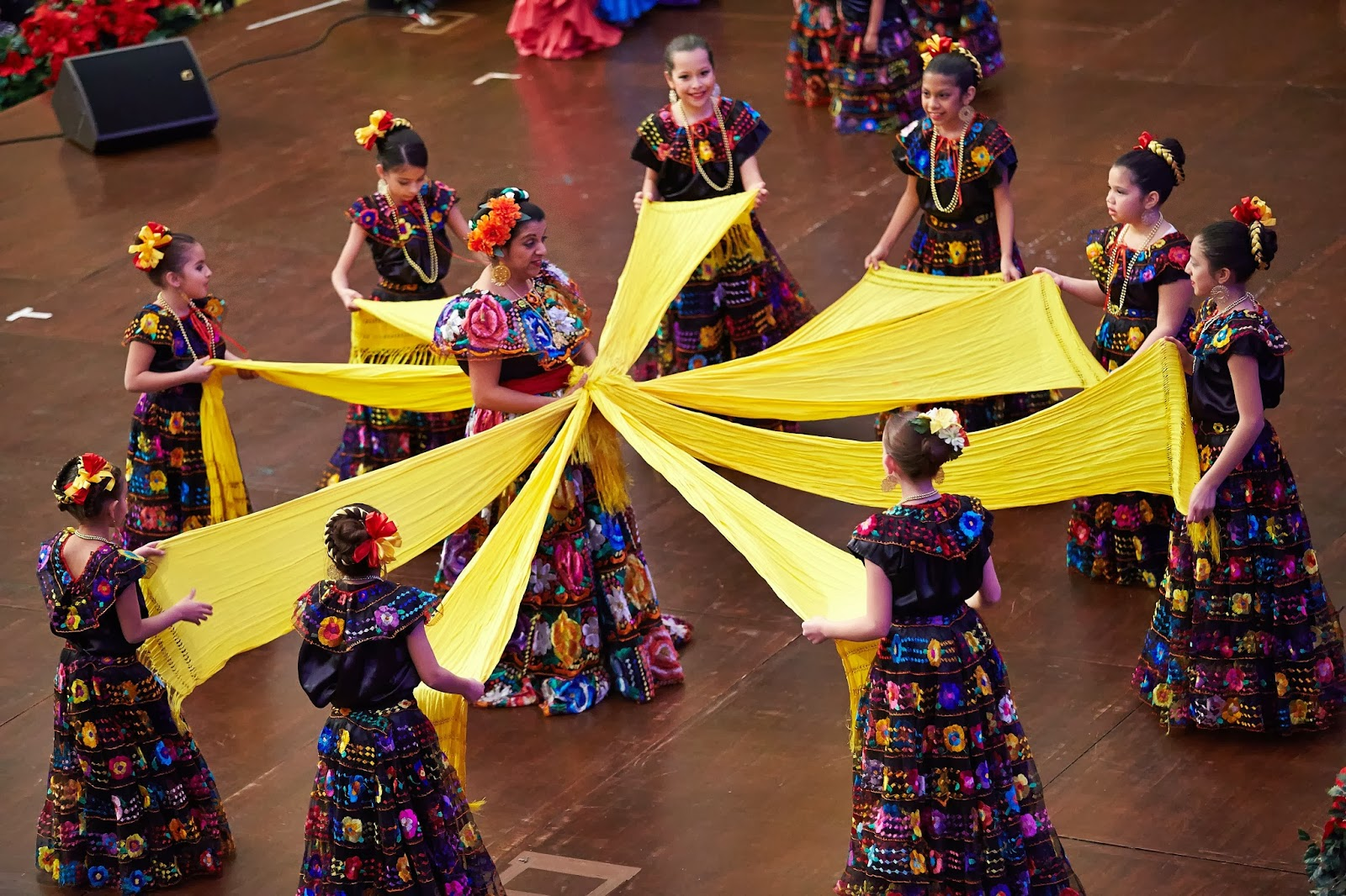 Traditional Mexican dance-Women dance with ribbons