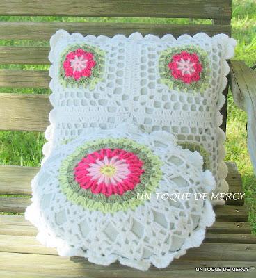 Un toque de mercy cojines de crochet dos cojines muy lindos - Cojines redondos ...