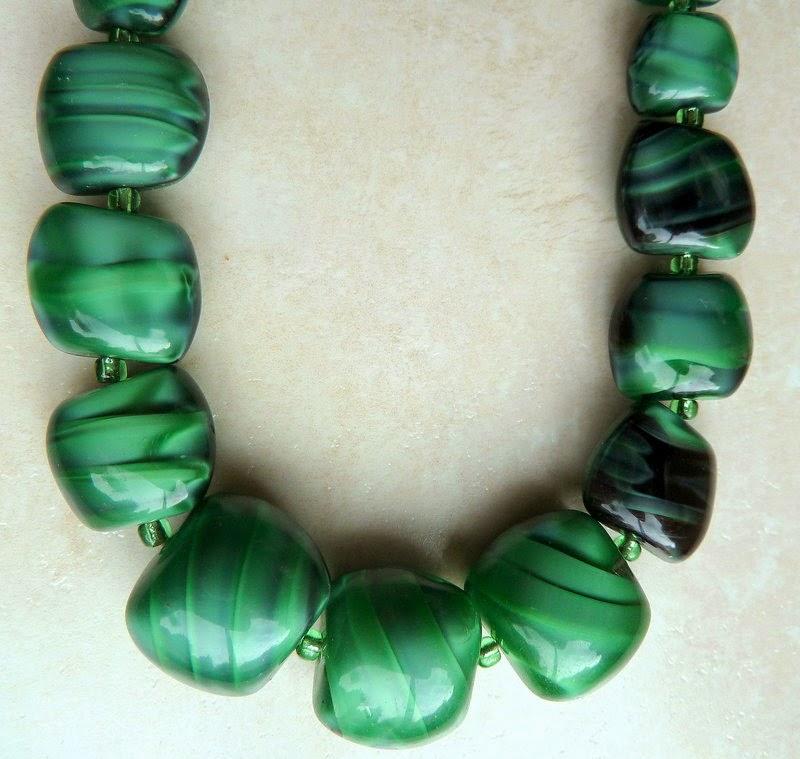 http://www.kcavintagegems.uk/long-green-faux-malachite-stone-necklace-144-p.asp