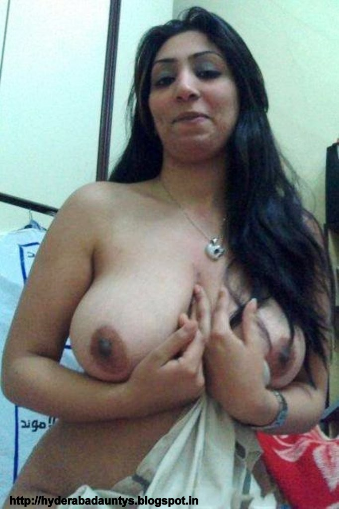 Hot South Indian Tamil Aunty Sazida Play With Her Milky Boobs