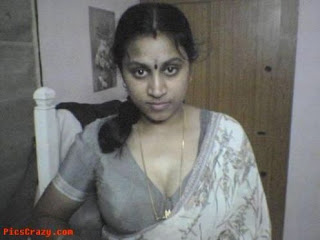 ... Girls Without Dress: Real Aunty Big Boob Show Aunty Saree Remove Pics