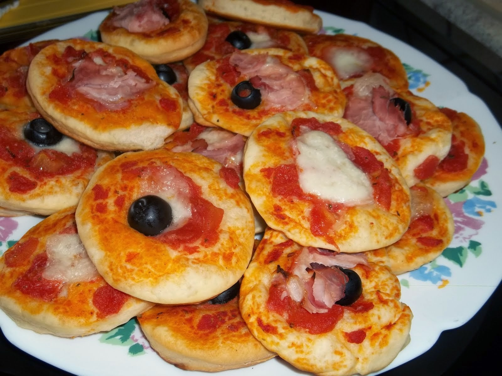 Fatto in casa pizzette e focaccine fatte in casa uno - Idee per un aperitivo in casa ...