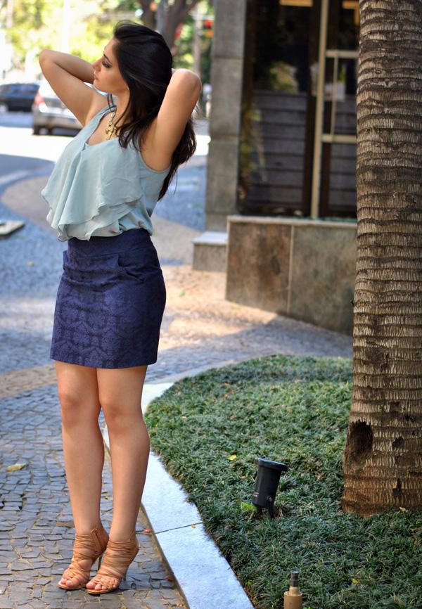 Bárbara Urias - Look do dia - blusa de Seda e saia de sarja jacquard
