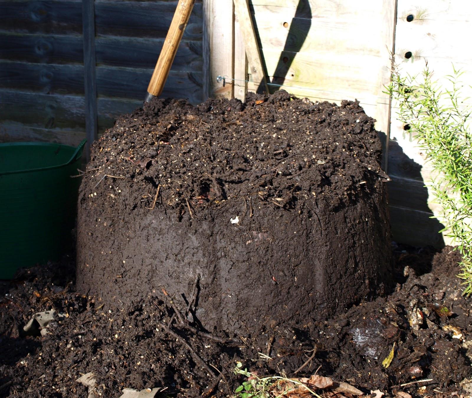 Mark 39 s veg plot home made compost for Compost soil