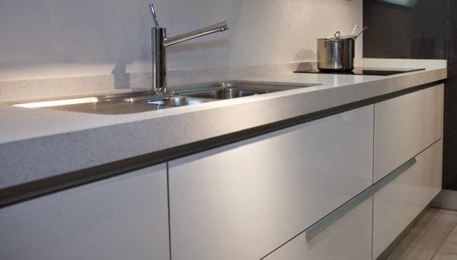 Cocina con puertas invisibles decoracion y manualidades - Tiradores puertas cocina ...