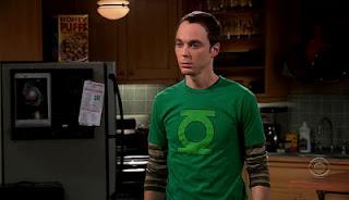 Sheldon Cooper con la camiseta de Linterna Verde