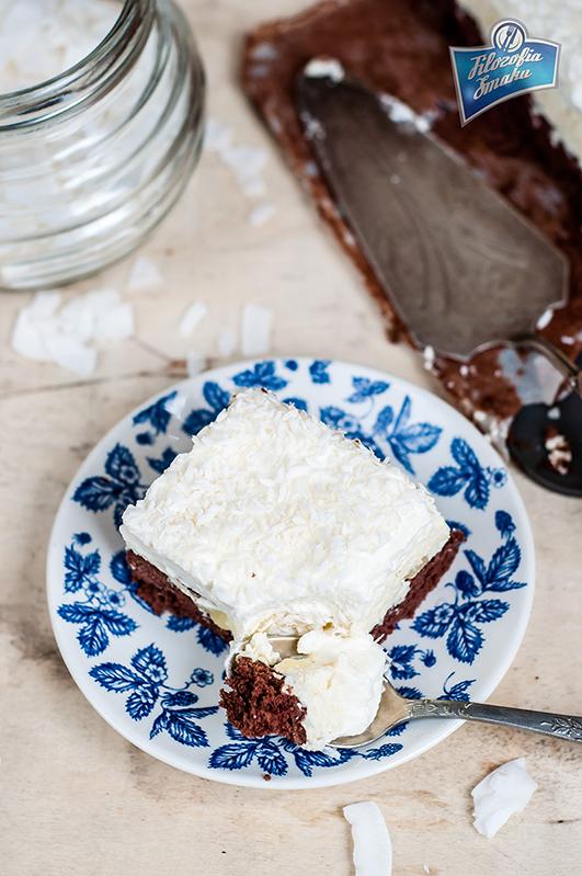 czekoladowy biszkopt z kremem