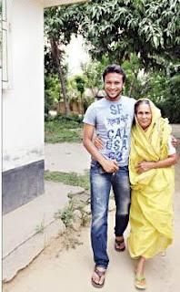 shakib al hasan with his grandmother