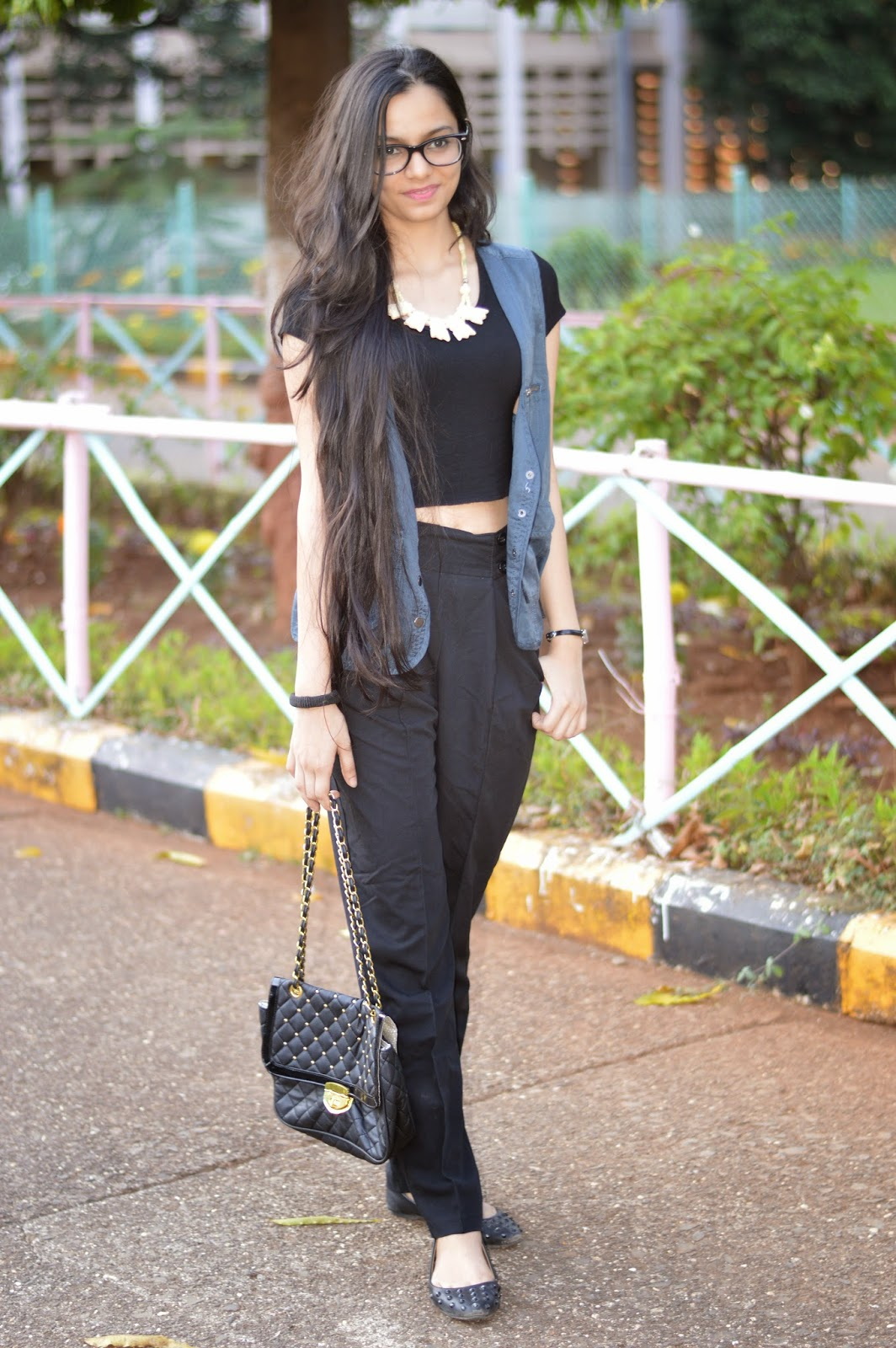 how to wear high waisted pants, how to wear crop tops, how to wear a vest, simple black croptop, how to dress for casual working days, mumbai fashion blogger, mumbai streetstyle, geek chic