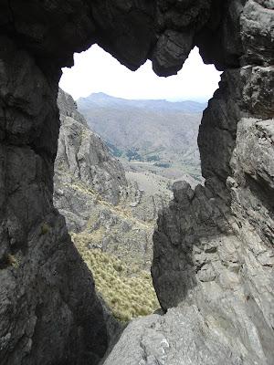 Vista de la sierra desde el hueco de la ventana