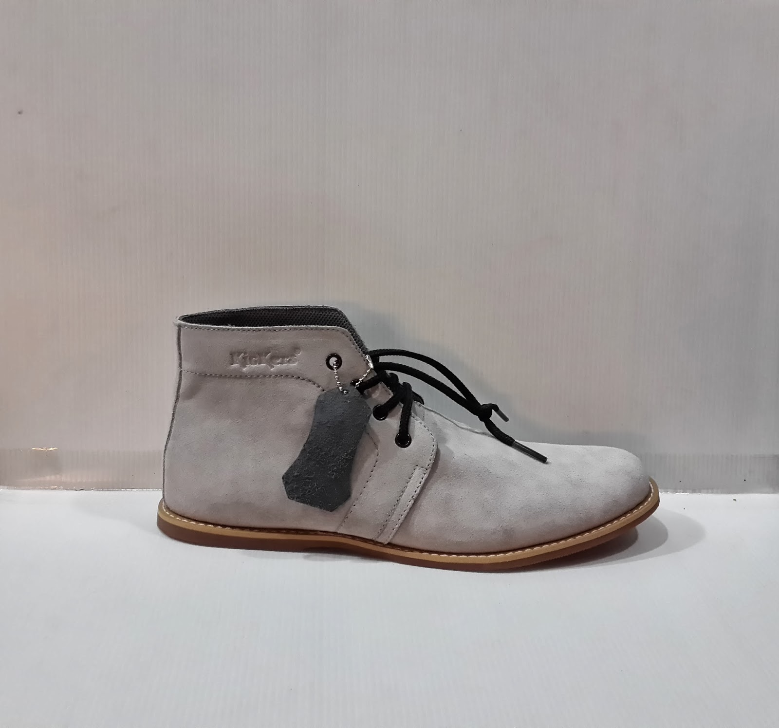 photo sepatu, sepatu KicKers Boots Suede High