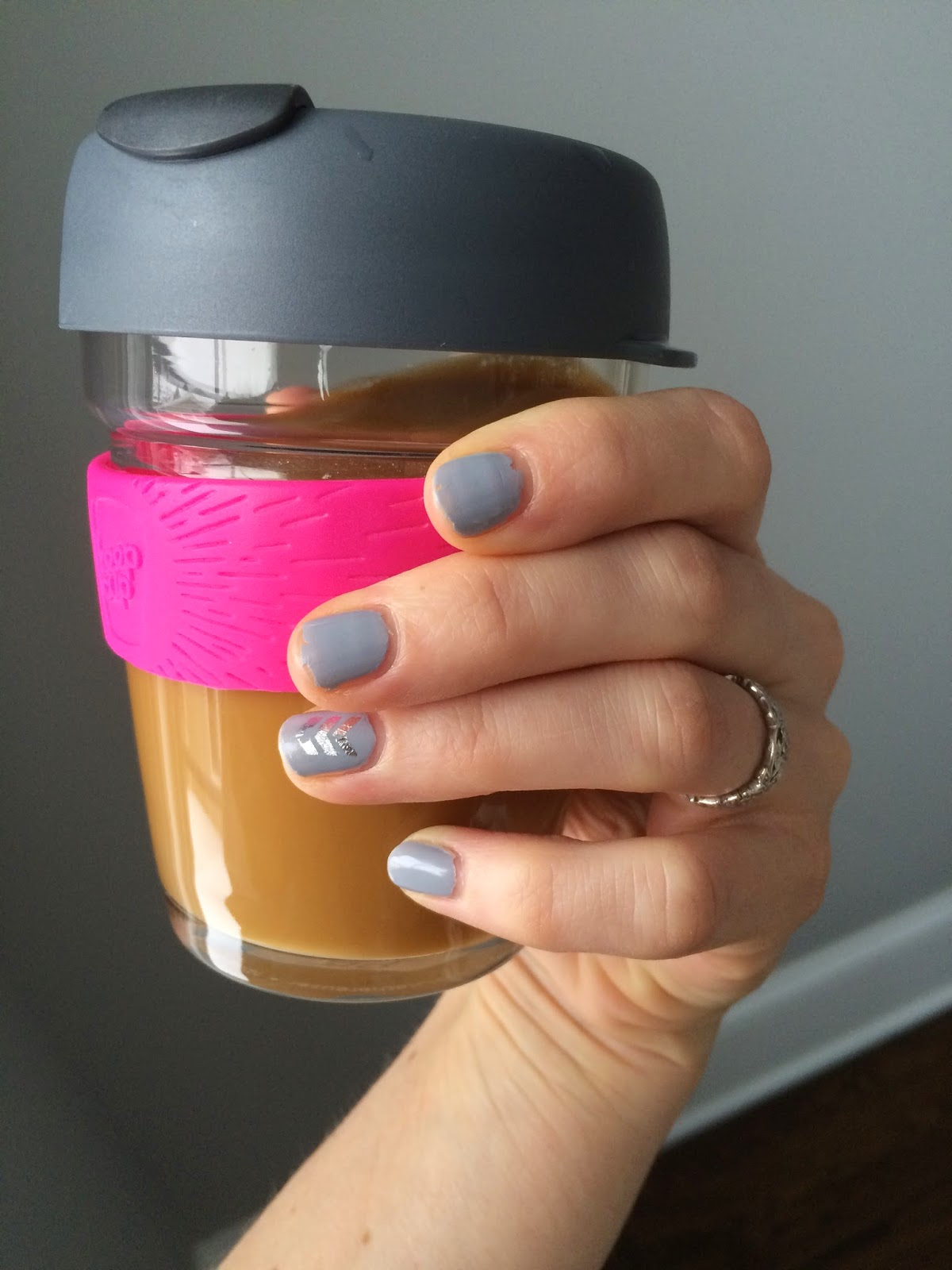 Wednesday Wonder: Testing Out Sally Hansen Miracle Gel