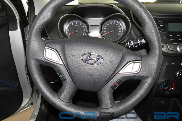 Hyundai HB20S Sedã - volante multifuncional