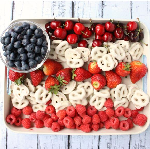 http://www.familyfreshmeals.com/2015/05/easy-flag-fruit-dessert.html