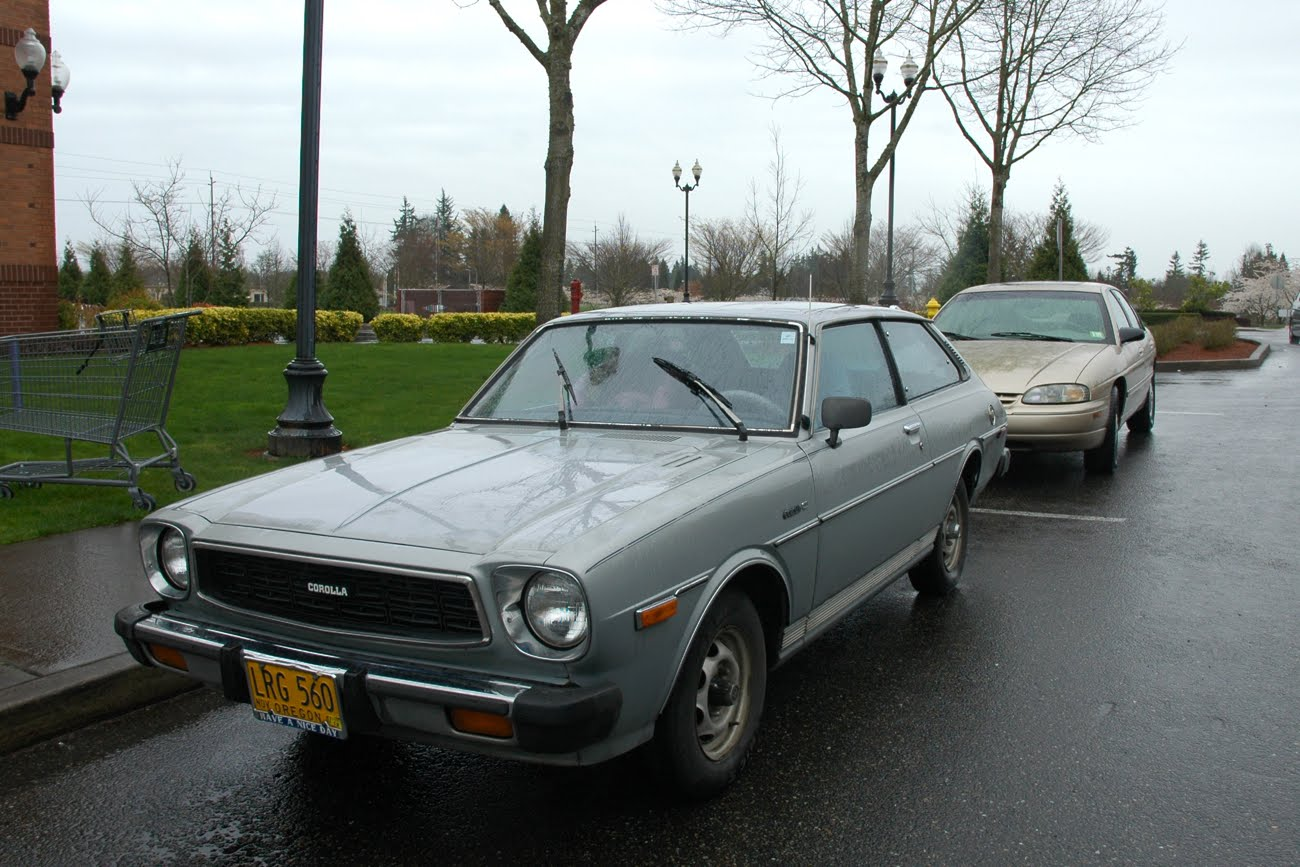 old parked cars 1976 toyota corolla deluxe. Black Bedroom Furniture Sets. Home Design Ideas