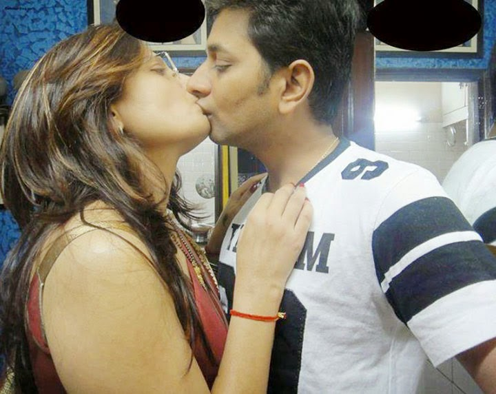 Desi Couple Hot Kissing