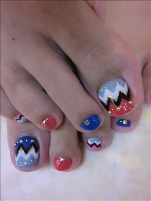 New-Season-Pedicure-Nail-Art-Ideas-5