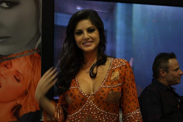 Sunny Leone Hot and Sensuous Rare Pictures