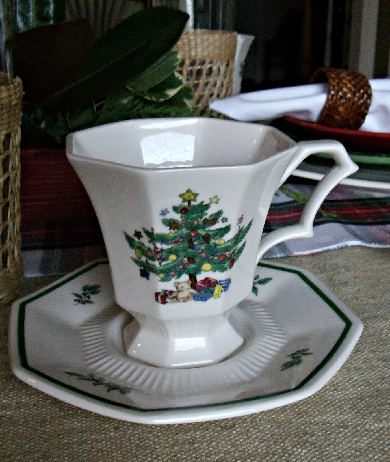 Coffee Table Stonegable: Upstairs Downstairs: Christmas Tablescape