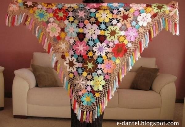 Rengarenk Çiçek Motifli Şal Modelleri