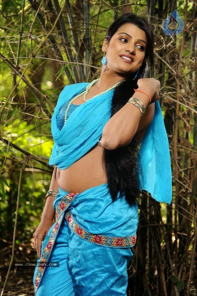 Tashu Kaushik navel blue