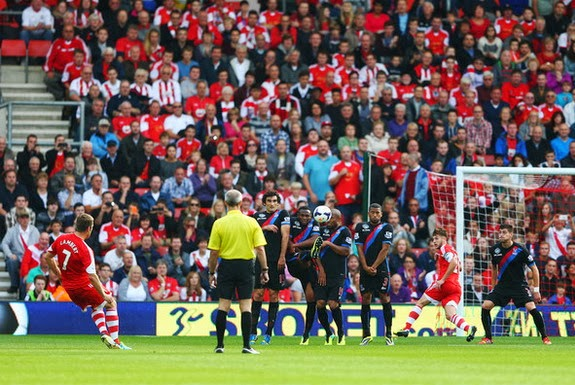 Rickie Lambert scores Southampton's second goal against Crystal Palace from a free-kick
