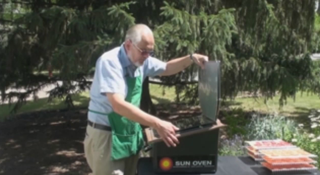 Drying fruit and veggies with the sun