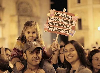 Pancarta en la manifestación contra el cierre de Canal 9