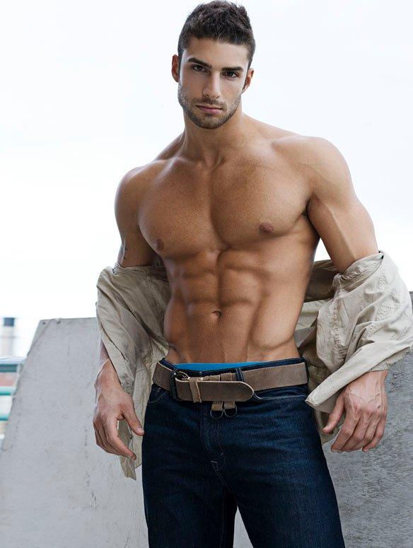 Gorgeous Fitness Model Bryan David Thomas - Gay Body Blog