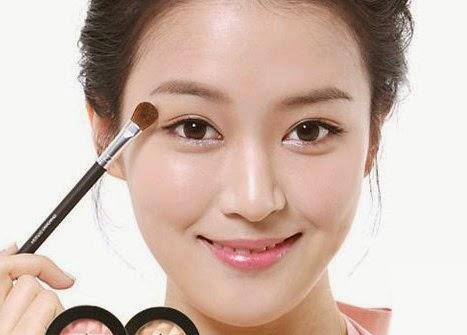 Cara Cepat Mengatasi Masalah Wajah Dengan Make Up