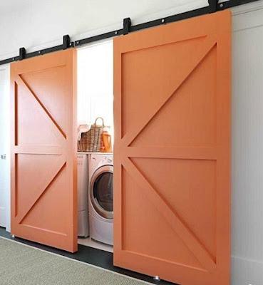 lavanderia con puertas color naranja