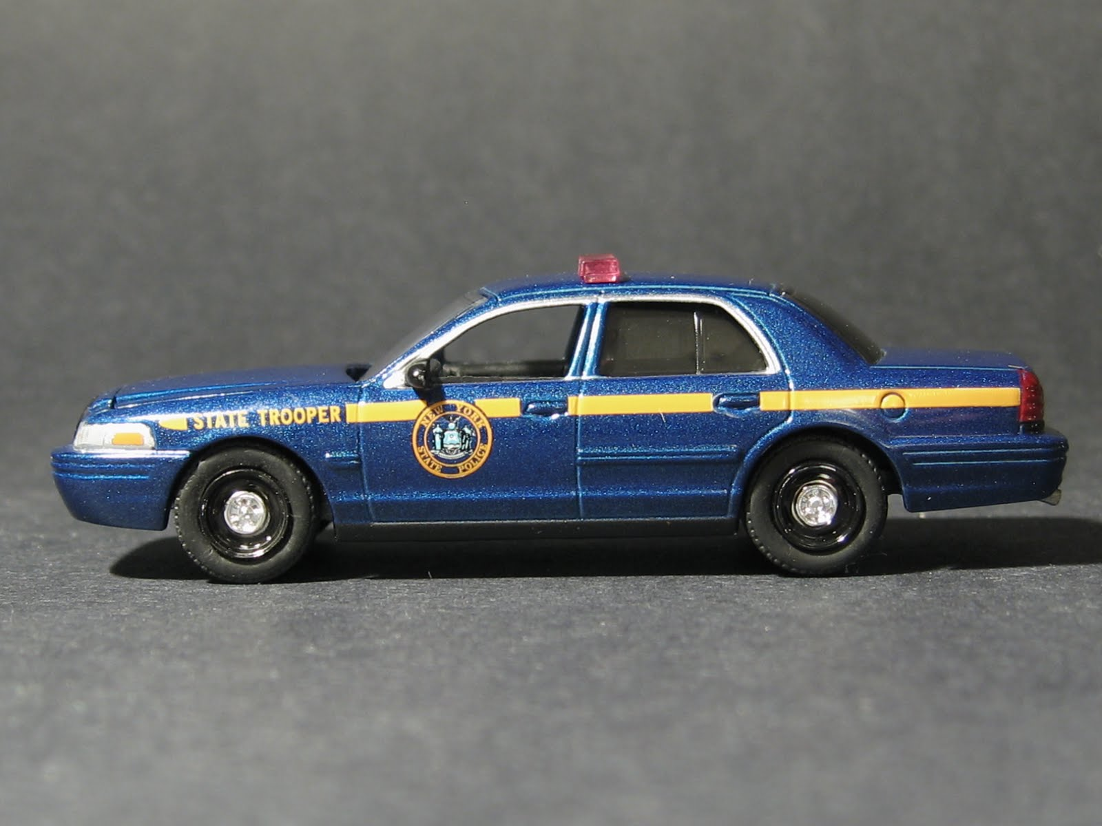 2008 Ford Crown Victoria photo - 3